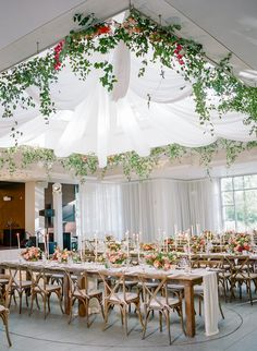 La Tavola Fine Linen Rental: Aurora White Table Runner with Nuovo White Napkins | Photography: Rebecca Yale Photography, Planning: Bluebird Production, Florals: Bare Root Flora, Paper Goods: Yonder Design, Calligraphy: Kelsie Malie, Venue: ASpen Meadows Resort, Rentals: Premier Party Rentals