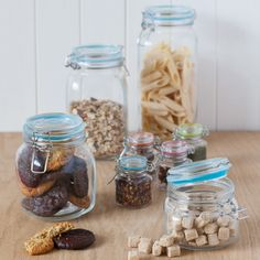 2200ml Glass Clip Pasta Jar.Add some rustic style to your kitchen with our clip top jars.  They are a perfect way to store your food, keeping it fresher for longer with silicone seals. Use them for dry products like rice, sugar, cereal, coffee and tea or preserves like jam and chutney. Made from durable glass these jars allow you to see its contents for effortless, everyday use.  Available in a variety or sizes and also as a set of 4 mini spice jars.