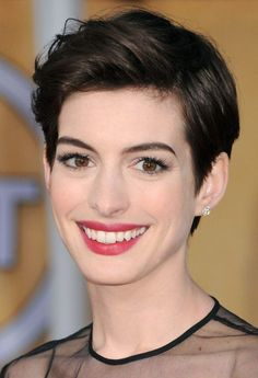 Anne hathaway - 2013 - brown pixie cut - rex haircuts in 2019 стрижка, прич Formal Hairstyles For Short Hair, Chic Short Hair, Curly Pixie Hairstyles, Short Grey Hair, Short Hair Styles, Brown Hairstyles, Pixie Haircuts, Women Pixie Cut, Best Pixie Cuts
