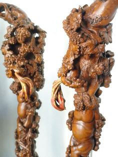 un Satyre caché dans le feuillage crache son vin dans   la  coupe de Bacchus!....Sculpture de Pierre Damiean. Voir le Site: www.pierdam.fr