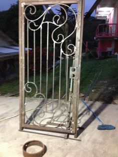 Steel Grill Design, Steel Gate Design, Window Grill Design, Fence Gate Design, House Gate Design, Wrought Iron Decor, Wrought Iron Gates, Wood And Metal Desk, Steampunk Home Decor