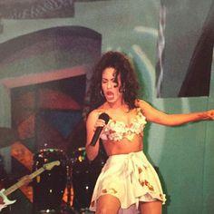 Selena <3 <3 <3                                                                                                                                                                                 Más