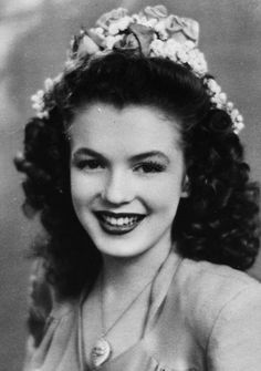 46 Rare Marilyn Monroe Photos Reveal Her Life Before She Was Famous | Bored Panda > Norma Jeane Mortenson as a 15-year-old beauty queen. This would be her last year as a single woman (1941)