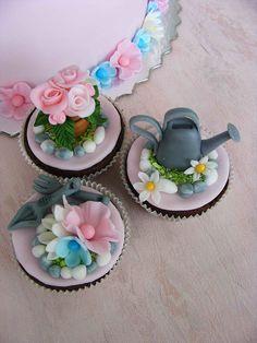Little flower girl cupcakes