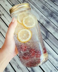 Chia-Wasser: der leckerste Diät-Drink HYDRATION and off to boxing cardio How did you start your morning? The post Chia-Wasser: der leckerste Diät-Drink & Erfolgreich abnehmen appeared first on Gesundheit . Diet Drinks, Healthy Drinks, Smoothie Detox, Smoothies, Cleanse Detox, Smoothie Drinks, Law Carb, New Recipes, Healthy Recipes