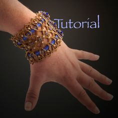 Seed Bead Bracelet Forget Me Not Lace Cuff Tutorial Instant Digital Download von JewelryTales auf Etsy https://www.etsy.com/de/listing/194145578/seed-bead-bracelet-forget-me-not-lace
