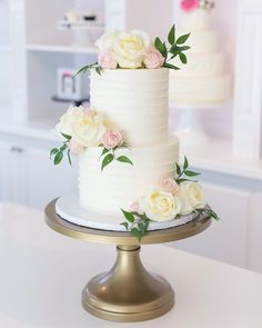 love the proportion of flowers to greenery to cake! love the proportion of flowers to greenery to cake! Pastel Wedding Cakes, 2 Tier Wedding Cakes, Small Wedding Cakes, Wedding Cake Roses, Wedding Cake Rustic, Elegant Wedding Cakes, Elegant Cakes, Beautiful Wedding Cakes, Wedding Cake Designs