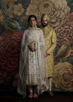 Sabyasachi is a brand that needs no introduction as it is a tycoon in the Indian Fashion industry. From celebrities to the brides to the girl next door, This brand has got all of them hooked! Indian Attire, Indian Wear, Indian Style, Indian Ethnic, Pakistani Outfits, Indian Outfits, Ethnic Outfits, Saris, Sabyasachi Suits