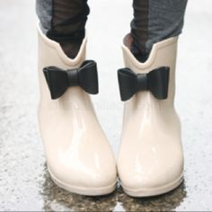 Short rain boots with a little black bow