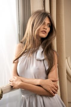 Bianca Balti and a barely parted centre parting. lovely taupe colour for brown hair and tanned skin