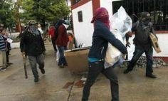 Encapuchados armados con palos roban casilla en Santiago Juxtlahuaca, Oaxaca | El Puntero