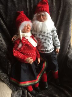 Sculpted by Gerd Asphaug Christmas Gnome, Gnomes, Norway, Sculpting, Christmas Sweaters, Crochet Hats, Handmade, Fashion, Whittling