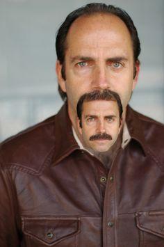 Yksi esimerkki kuvankäsittelyn hyödyntämisestä: Hiukset vai viikset - Mustache or hair?