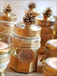 """… in diesem Jahr heißt """"Spekulino""""!Mit ein wenig Recherche im WorldWideWeb und ein bischen herumprobieren, haben wir einen lecker-schmecker Weihnachtsbrotaufstrich gezaubert. Mein… Xmas Gifts, Diy Gifts, Christmas Food Gifts, Homemade Gifts, Christmas Crafts, Gelee, Christmas Jam, Christmas Cookies, Diy Presents"""