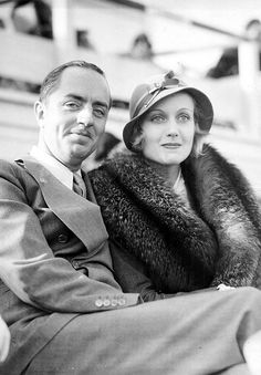 William Powell and Carole Lombard struggle to keep a straight face, 1930s