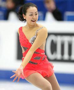 四大陸フィギュアの女子ショートプログラム(SP)で演技する浅田真央(中京大)。浅田はトリプルアクセル(3回転半ジャンプ…