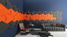 Panele ścienne Fluffo, wzór CHAIN, kolory Grey Blossom i Carrot (www.fluffo.pl). Salon jadalnia, pomysł na ścianę, aranżacja ściany.