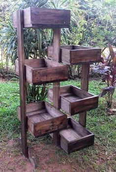 Pallets Woodworking pallets pots stand idea - It is wise to fulfill the furniture need of the home with the wood pallets and if you are surprised to hear it that the. Wood Pallet Planters, Wood Pallet Furniture, Pallet Benches, Pallet Tables, Into The Woods, Woodworking Projects Diy, Diy Pallet Projects, Pallet Ideas, Used Pallets