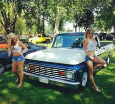 Snazzy Ladies And The Truck They Love These Girls Love Diesel Trucks. ♀These Girls Love Diesel Trucks. Classic Ford Trucks, Ford Pickup Trucks, Classic Cars, Ford 4x4, Jeep Pickup, Chevy Classic, Chevy 4x4, Chevy Chevrolet, Trucks And Girls