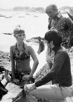 Le look gypset à la plage - Brigitte Bardot et Eddie Barclay à Saint-Tropez en 1968