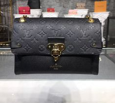This article contains several tips on how to protect a designer handbag investment. We also give tips on reselling handbags. Louis Vuitton Accessories, Louis Vuitton Handbags, Louis Vuitton Monogram, Luxury Bags, Luxury Handbags, Barcelona, Classic Handbags, Best Bags, Girls Accessories