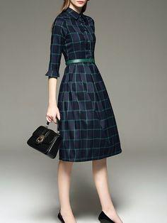 Зимой даже в комфортабельных офисах бывает прохладно, поэтому при выборе платья отдавайте предпочтение изделиям из шерсти, джерси или твида