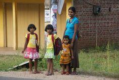 A notre arrivée à Uda Walawe, nous allons faire quelques emplettes et croisons cette jolie famille ! Sri Lanka, janvier 2016