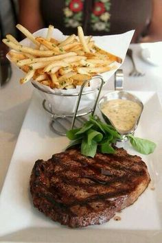 steak, patatak eztizko saltsagaz