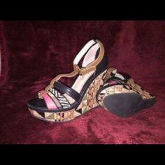 - Patterned platform open toe wedge heel. Make the ultimate statement with these fabulous wedge sandals. So stylist! - T-strap with adjustable ankle strap. - Patterned platform wedge heel. - Open toe. - Mutli-textured upper. -Material:Leather -Sole: Rubber Size US 8 EU 38 UK 5 ONLY WORN ONCE MAKE AN OFFER! ! ALDO Shoes Wedges