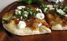 1bocadillos-de-pan-arabe-con-cebollas-caramelizadas-y-queso-de-cabra.jpg