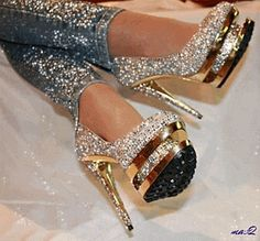 Golden Heels with Bling! High Heels Boots, High Heels Stiletto, Shoe Boots, Shoes Heels, Shoes Gif, Pretty Shoes, Beautiful Shoes, Cute Shoes, Me Too Shoes