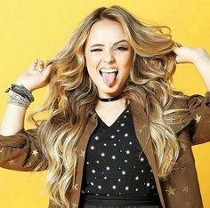 Ella Anderson, Princesas Disney, Poses, Gorgeous Women, Youtubers, Valentino, Dreadlocks, Long Hair Styles, Beauty