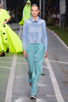 Off-White | Ready-to-Wear - Spring 2019 | Look 27 Blue Denim Shirt, High Fashion, Womens Fashion, Parachute Pants, Off White, Ready To Wear, Runway, Spring, How To Wear