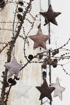 I've made these before and huge hit~ they are a fun and rustic star ornaments, another easy make to share with family and friends.