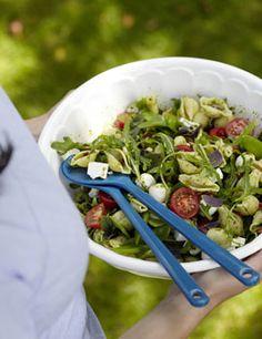 Nudelsalat mit Schafskäse und Mozzarella - Begleiter zu Gegrilltem: Salate - [LIVING AT HOME]