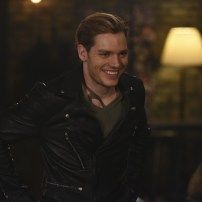 Shadowhunters - Episode - Those of Demon Blood - Promotional Photos & Synopsis Shadowhunters Series, Jace Lightwood, Fangirl, Dominic Sherwood, Shadowhunters The Mortal Instruments, Jamie Campbell Bower, Matthew Daddario, Clace, The Infernal Devices