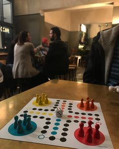 """Gefällt 28 Mal, 2 Kommentare - Spieltz (@spieltz) auf Instagram: """"#spielen im #hipster #cafe #berlin #kreuzberg #menschärgeredichnicht @kaffee9"""""""