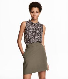 Powder/patterned. Sleeveless blouse in crêped woven fabric. Narrow ruffle trim at neckline, opening at back of neck with button, and elastication at front
