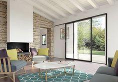 Produit d'excellence pour la rénovation, le coulissant mural peut vous faire gagner jusqu'à 55% de lumière en plus par rapport à une porte-fenêtre. Son concept unique et ingénieux repose sur une ouverture totale de la baie en coulissant sur le mur. Il permet de faire l'économie de la double-cloison sans aucune dégradation des performances du mur, contrairement à un galandage classique.