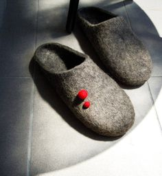 Eco friendly hand made felted men slippers in natural grey color