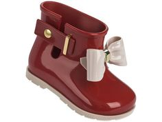 About the style: The Mini Melissa Sugar Rain Bow boot is full of charm and style. They have a glossy finish, side closure plus a delicate gold applique on the front ans side closure. The super soft bo
