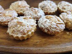 Truhlice: Cukroví - zasněžené košíčky s kokosem Krispie Treats, Rice Krispies, Desert Recipes, Christmas Cookies, Muffin, Breakfast, Food, Xmas Cookies, Morning Coffee
