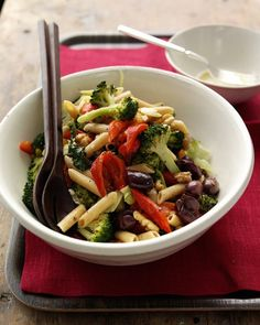 Pasta Salad with Roasted Broccoli | A high proportion of vegetables turns this pasta salad into a light, nutritious meal.