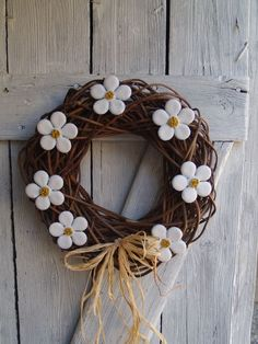Air Dry Clay, Grapevine Wreath, Grape Vines, Wind Chimes, Christmas Crafts, Wreaths, Ceramics, Gardening, Inspiration