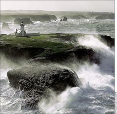 Gros temps sur la Pointe des Poulains,                                                                    à l'extrémité NO de Belle-Ile