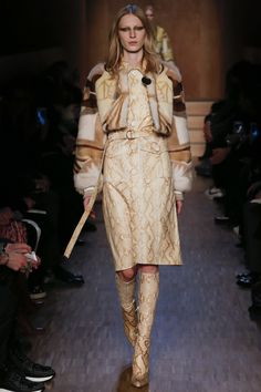 Givenchy Fall 2016 Ready-to-Wear Fashion Show - Look 20 World Of Fashion, Paris Fashion, Runway Fashion, Fashion Models, High Fashion, Fashion Show, Couture Fashion, Camille Hurel, Givenchy Women
