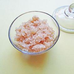 DIY Oatmeal & Honey Sugar Scrub