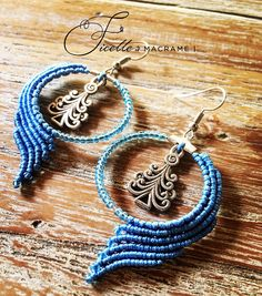 Macrame earrings blue with glass beads and pendant round