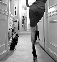 Lined stockings, pencil skirt & heels?! Oh, exquisite!