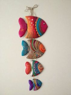 40 Awesome and Easy Clay Project for Beginners - Buzz 2018 - Clay tutorials - Germany craft Polymer Clay Crafts, Diy Clay, Polymer Clay Jewelry, Polymer Clay Fish, Paper Art Projects, Clay Wall Art, Fish Crafts, Bead Crafts, Paperclay